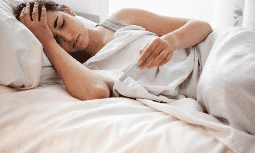 При патологиях в щитовидной железе повышается температура тела