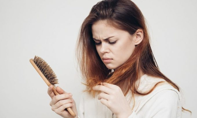 Сниженная функция щитовидной железы вызывает выпадение волос