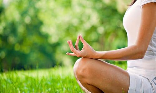 Отличным вариантом лечебной физкультуры может выступать йога