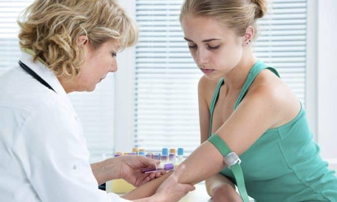 Гормональное исследование крови также необходимо для диагностики тиреотоксикоза