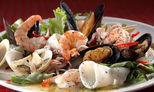 Блюда для людей, страдающих плохой работой щитовидной и худеющих, должны содержать большое количество морепродуктов