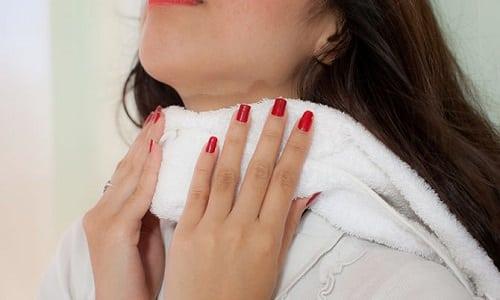 Компрессы на щитовидную железу способствуют быстрейшему снятию воспаления, уменьшению отечности и рассасыванию узлов