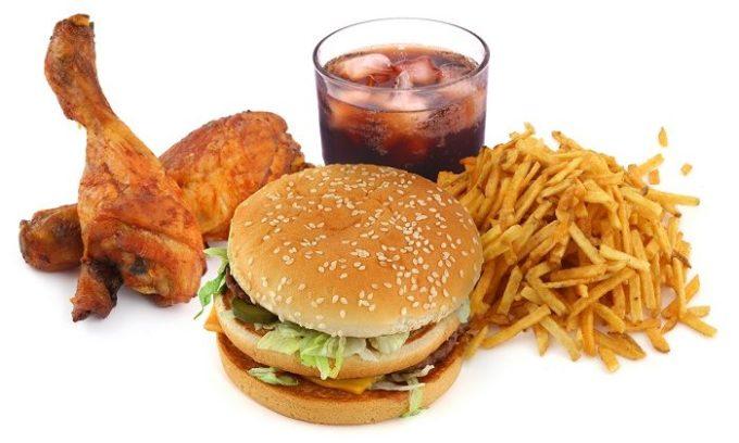Плохо сбалансированная еда является врагом щитовидной железы.