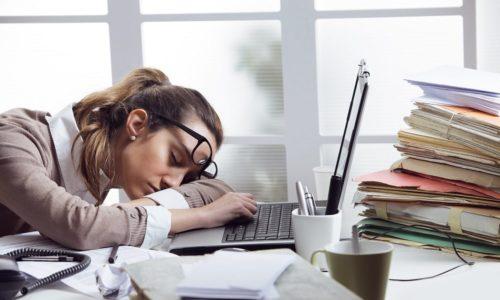 При гипотериозе нарастает повышенная слабость мышц, сонливость и быстрая утомляемость