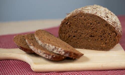 В любом случае хлеб, употребляемый в пищу, должен быть вчерашним, но не свежим — так он лучше усваивается