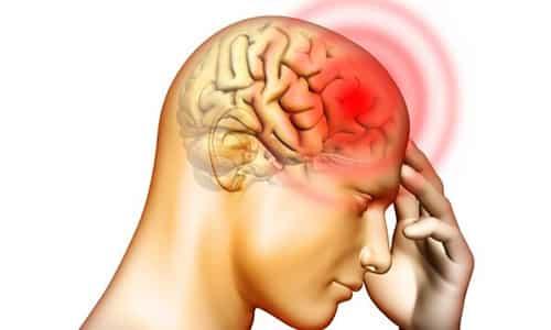 При тиреоидите появляются боли в области шеи и в ушах, мигрень, повышается температура тела и снижается активная деятельность