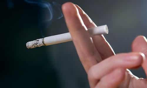 Никотин, табачный дым очень сильно влияют на щитовидную железу, создавая предпосылки появления тяжелых заболеваний эндокринной системы