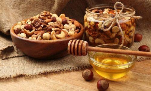 При гипотиреозе также рекомендовано принимать специальные питательные смеси, которые нужно готовить из лимонов, орехов и свежего меда