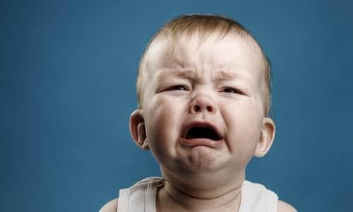 При увеличении тироксина ребенок становится возбудим и плаксив