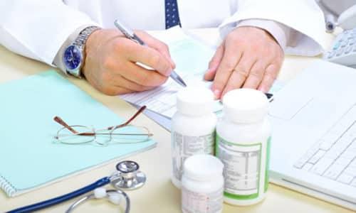 При появлении симптомов узлового зоба щитовидной железы необходимо посетить эндокринолога, который проведет обследование и подберет эффективную терапевтическую схему