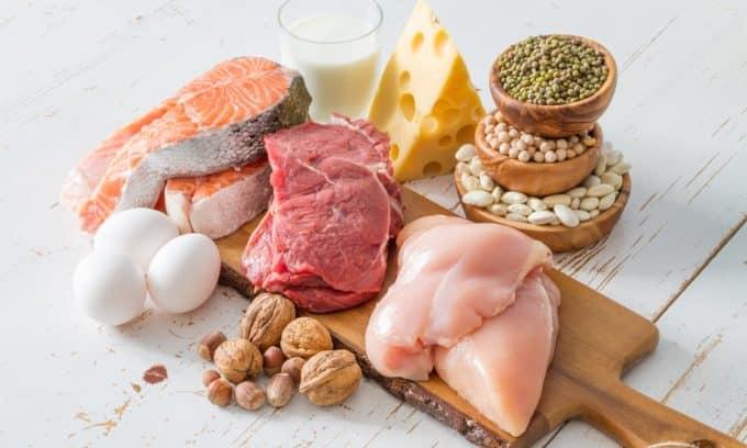 Диффузный зоб сопровождается усиленным распадом белковых компонентов и потерей мышечной массы, поэтому количество белковой пищи (продуктов животного происхождения) должно быть увеличено