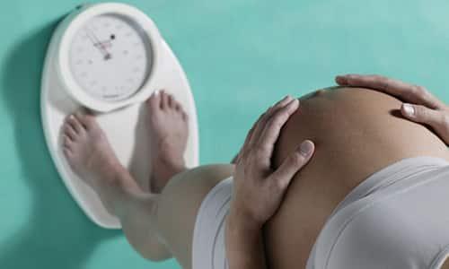 Дозы Левотироксина во время беременности рассчитывают исходя из веса женщины и срока беременности