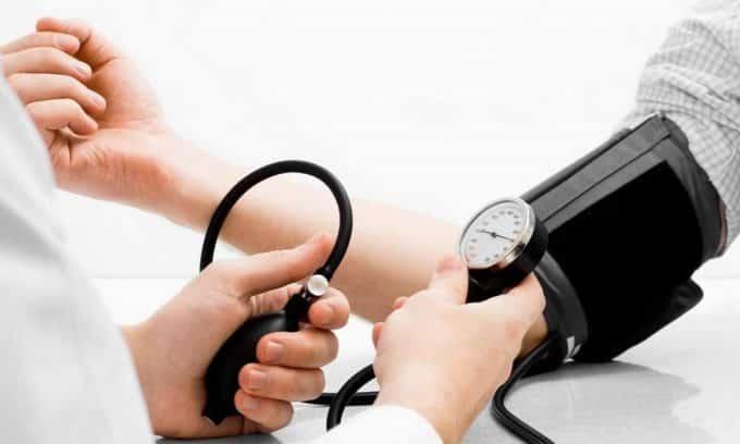 Понижение артериального давления может означать развитие заболеваний щитовидной железы