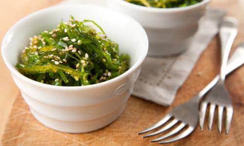 Недостаток йода, последствием которого являются болезни щитовидки, восполняют соблюдением правильной диеты