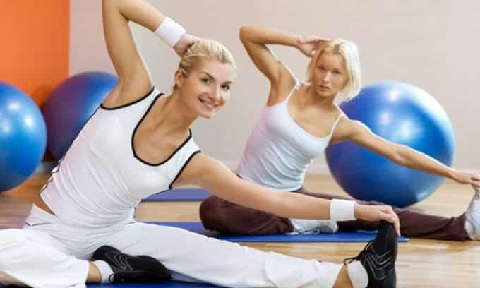 В лечении гипотиреоза важен комплексный подход, поэтому необходима физическая активность. С помощью упражнений можно укрепить иммунную систему и сократить период восстановления после болезни