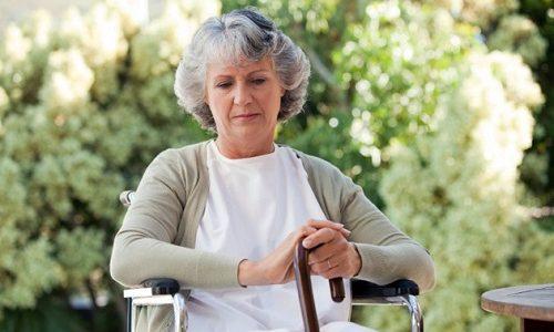 Аденома щитовидной железы чаще всего встречается у женщин старшего возраста, в то время как мужчины меньше подвержены этой патологии