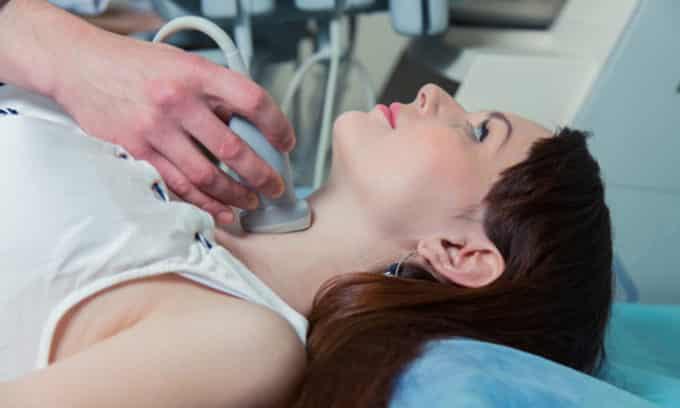 Ультразвуковое исследование (УЗИ) щитовидной железы проводят при подозрении на папиллярный рак