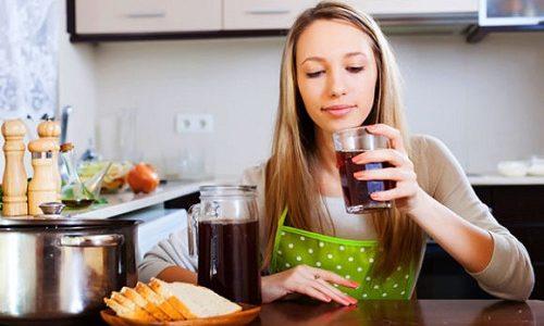Сваренный из свежих продуктов компот дополнит обед