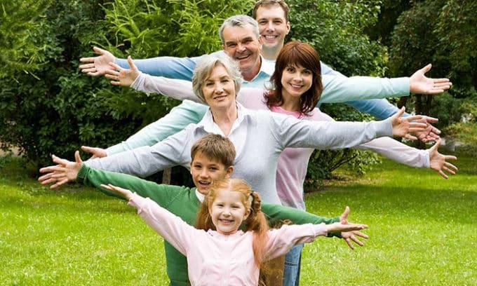 Лапчатку белую для профилактики и лечения болезней щитовидной железы используют люди всех возрастов