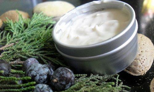 Травы можно использовать для наружных лечебных процедур. К примеру, из можжевельника, смешанного со сливочным маслом готовят мазь