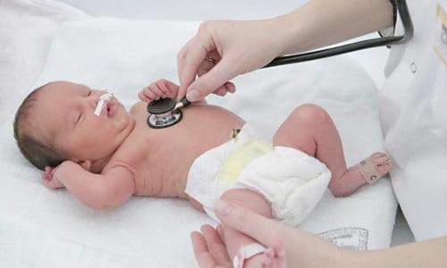 У ребенка, страдающего дефицитом гормона щитовидной железы, наблюдаются задержка умственного развития и отставание в росте