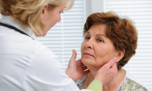 Пальпация щитовидной железы - эффективный метод обследования данного органа эндокринной системы с целью выявления патологий