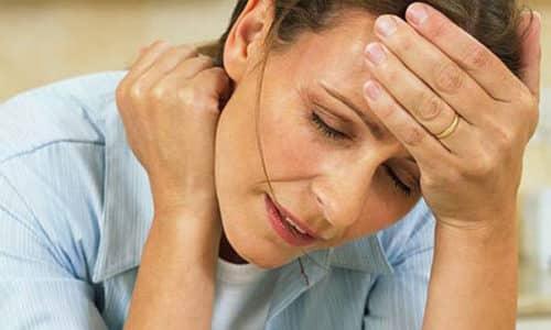 Негнойное воспаление имеет менее выраженные симптомы, пациент жалуется на то, что у него болит с правой стороны шеи или левой