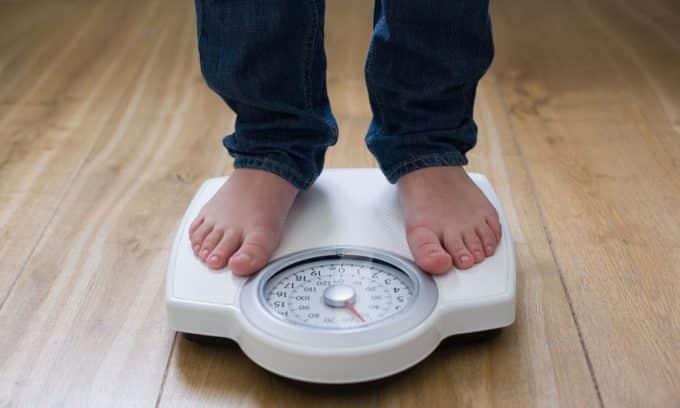 Резкое увеличение массы тела - еще один симптом увеличения щитовидной железы
