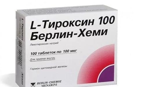 Консервативное лечение заключается в приеме препаратов, прописанных эндокринологом. Врач, проведя исследования, подбирает больному индивидуальную дозировку и длительность приема Л-тироксина