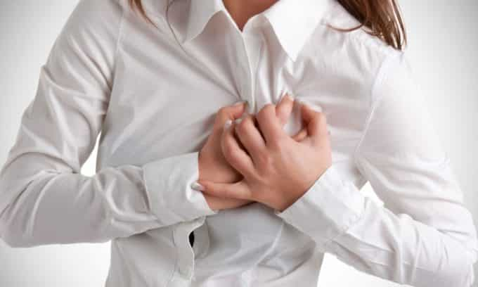 При диффузном зобе характерны боли в области сердца.