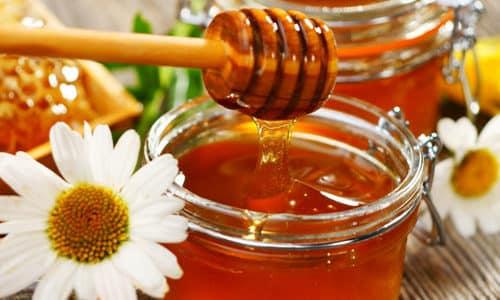 Эликсиры, в основе которых лежат мед, кора осины и лечебные травы, обладают антибактериальными и противовоспалительными свойствами