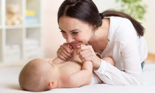 Как только ребенок появляется на свет, уровень материнских гормонов резко снижается, а свои железа не вырабатывает, это опасно, так как для физического развития ребенка в столь раннем возрасте гормоны крайне необходимы