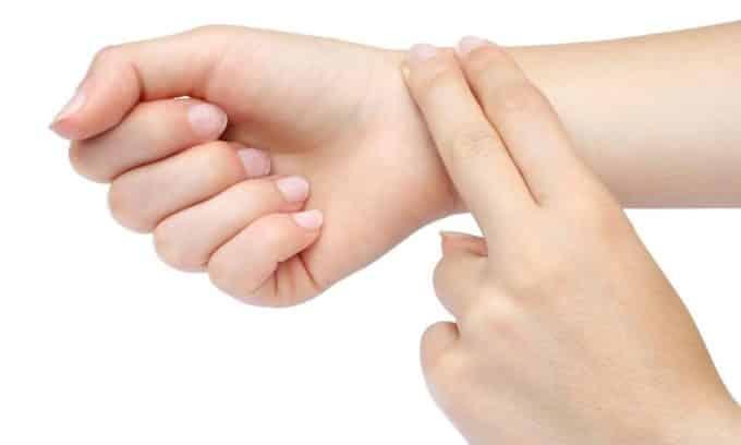 Учащение пульса (тахикардия) может быть признаком диффузного зоба щитовидной железы