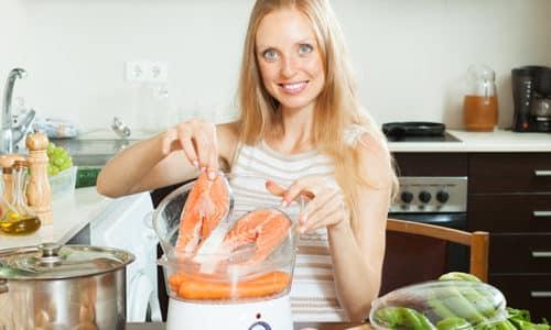 Пища, которую лучше готовить на пару, должна иметь легкоусвояемую форму, не раздражать пищеварительные органы, содержать клетчатку, необходимые микроэлементы и витамины