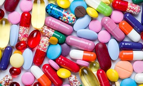 При наличии инфекции назначают антибактериальные или противовирусные средства и иммуномодуляторы