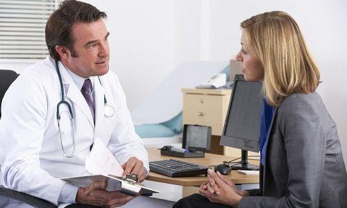 При наличии мелких узлов железы пациент остается под наблюдением опытного эндокринолога