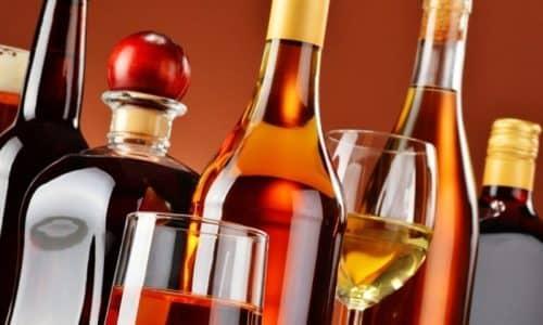 Противопоказано употреблять алкоголь во время терапии глюкокортикоидами