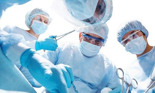 Оперативное лечение рекомендуют в случае развития серьезной патологии щитовидной железы, угрожающей жизни и здоровью пациента