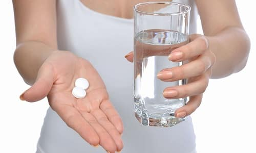 Лечение гипертиреоза проводят с помощью лекарств, снижающих количество гормонов, вырабатываемых больным органом