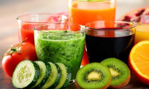 При отеках полезно употреблять свежевыжатые овощные и фруктовые соки