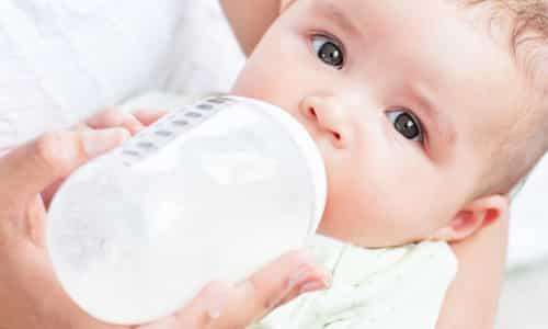Если возникла необходимость в использовании мази при лактации, то кормлении ребенка нужно приостановить
