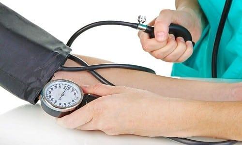 В период использования медикамента необходимо обеспечить контроль АД, особенно при наличии у больного проблем с функционированием сердечно-сосудистой системы