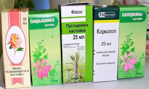 Смесь настойки пустырника с пионом, валерианой или боярышником действует быстрее и эффективнее, при этом лечебные свойства каждого препарата сохраняются и дополняют друг друга