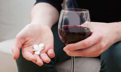 Не использовать лекарственное средство одновременно с приемом алкогольных напитков