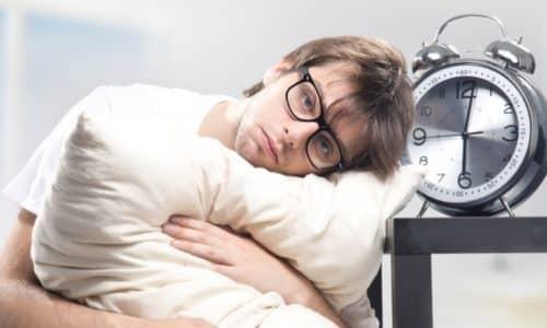 Одним из показаний к применению лекарства является нарушение процесса засыпания в легкой форме