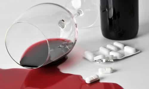 Врачи рекомендуют отказываться от употребления спиртного во время лечения