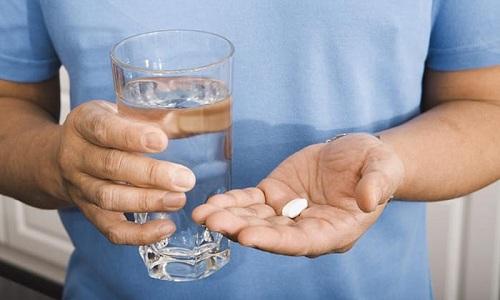 При проглатывании таблетки всасывание - на 70%, наибольшее содержание - через 1,5 часа