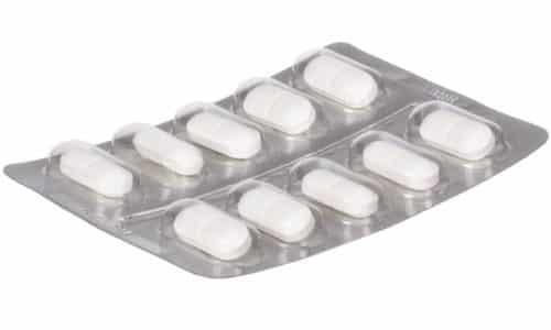 Лекарство изготавливает в форме белых таблеток с оболочной для приема внутрь