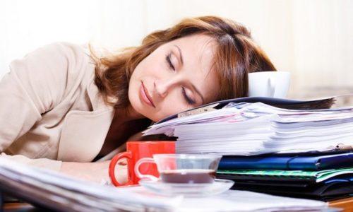 При легкой степени передозировки появляется вялость, сильная сонливость
