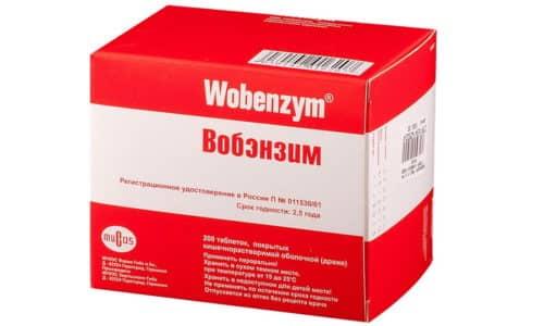 Таблетки покрыты оболочкой, которая растворяется в кишечнике. Поэтому действие препарата начинается только после проникновения в полость двенадцатиперстной кишки